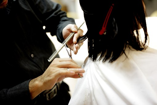 Reasons Everyone Needs Visit A Salon Regularly For Hair Care